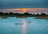 夕阳下的哈巴湖